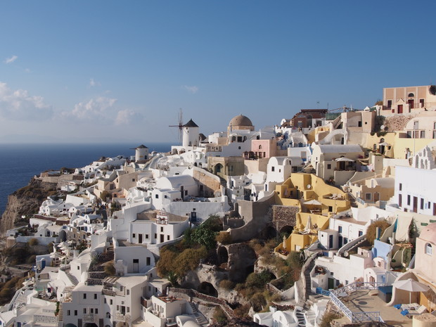 travel-destination-ranking-santorini